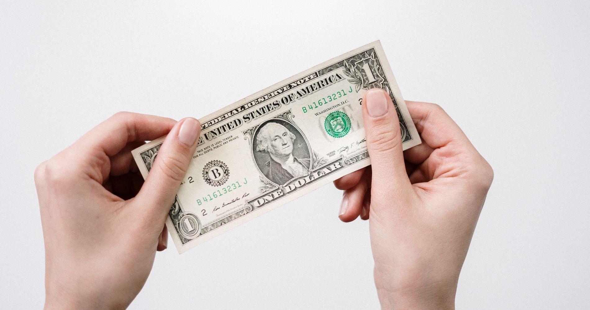 Menyimpan Mata Uang Asing sebagai Investasi - Canva