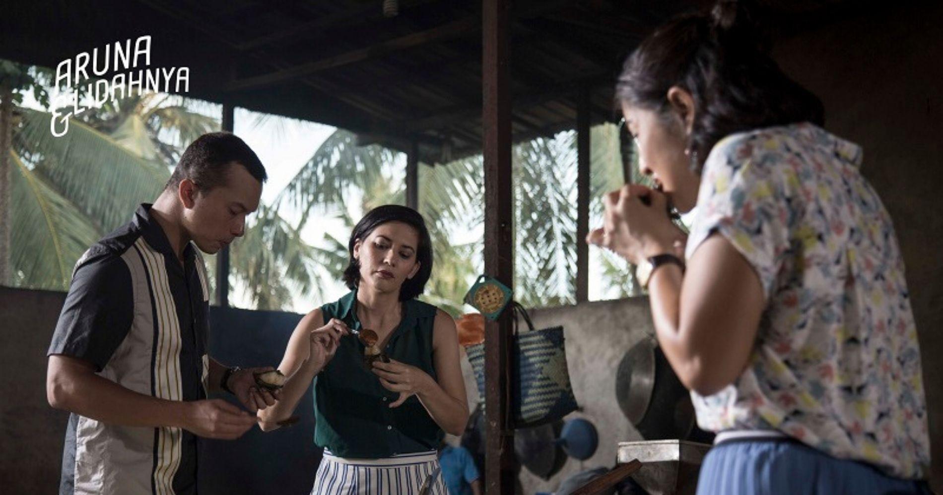 Bono, Nad, dan Aruna yang Menikmati Pengkang khas Singkawang - Image: Palari Films