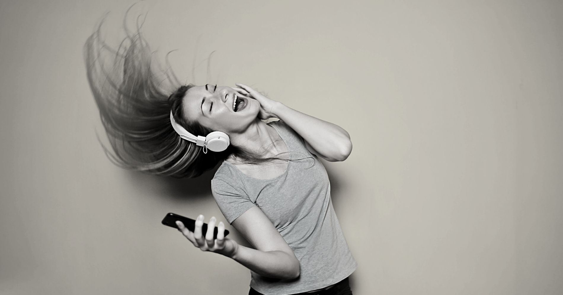 Berapa yang Didapatkan Industri Musik dari Spotify dan Youtube? Illustration Web Bisnis Muda - Canva
