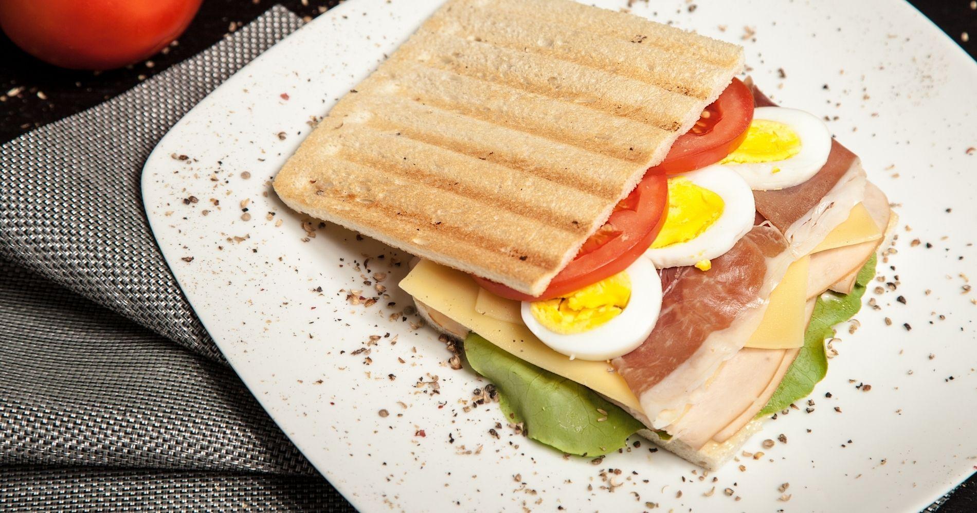 Generasi Sandwich Illustration Web Bisnis Muda - Image: Canva