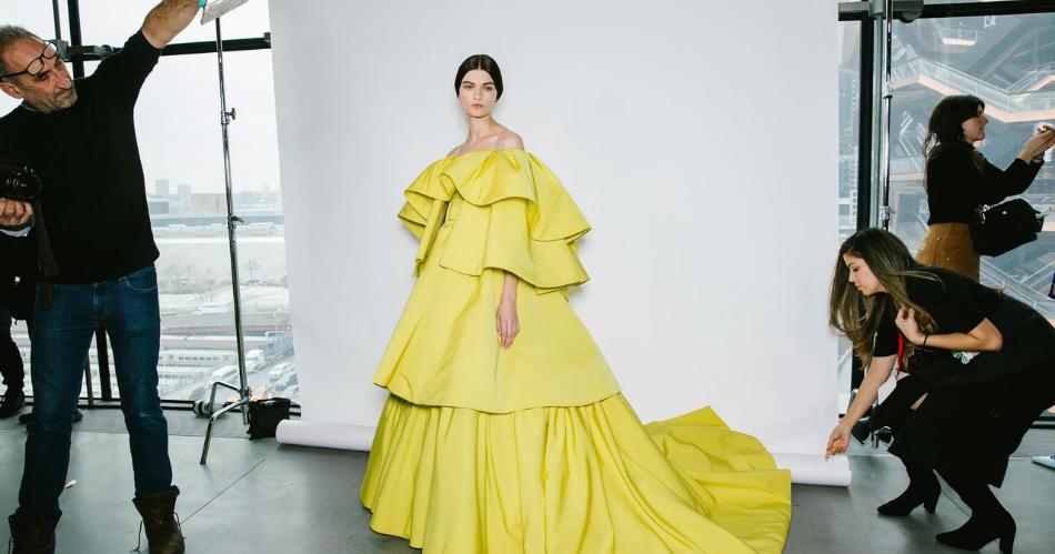 New York Fashion Week Illustration Web Bisnis Muda - Vogue