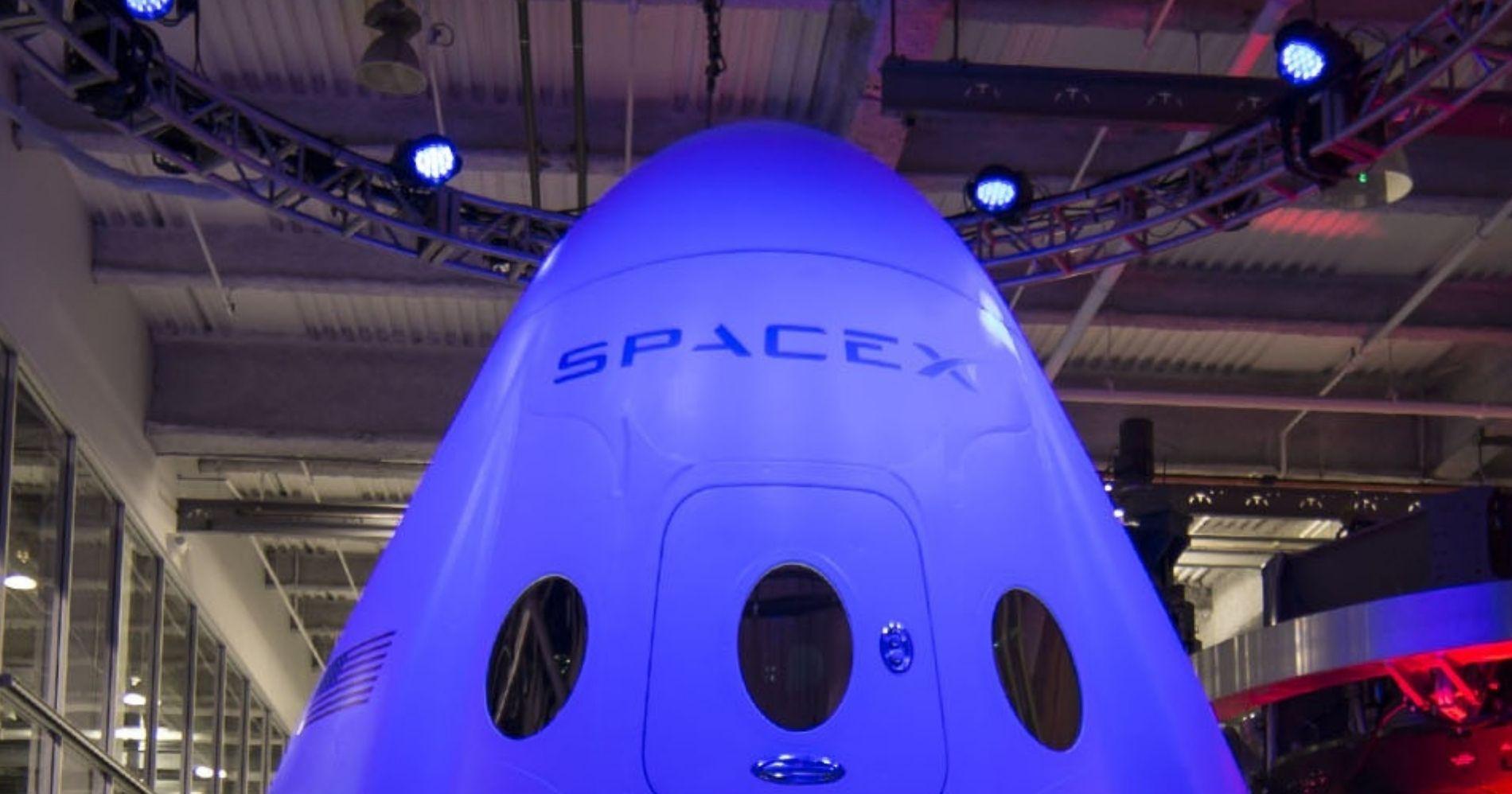 SpaceX Siap Kirim Kru Masyarakat Sipil Pertamanya ke Orbit Bumi Illustration Web Bisnis Muda - Image: Canva