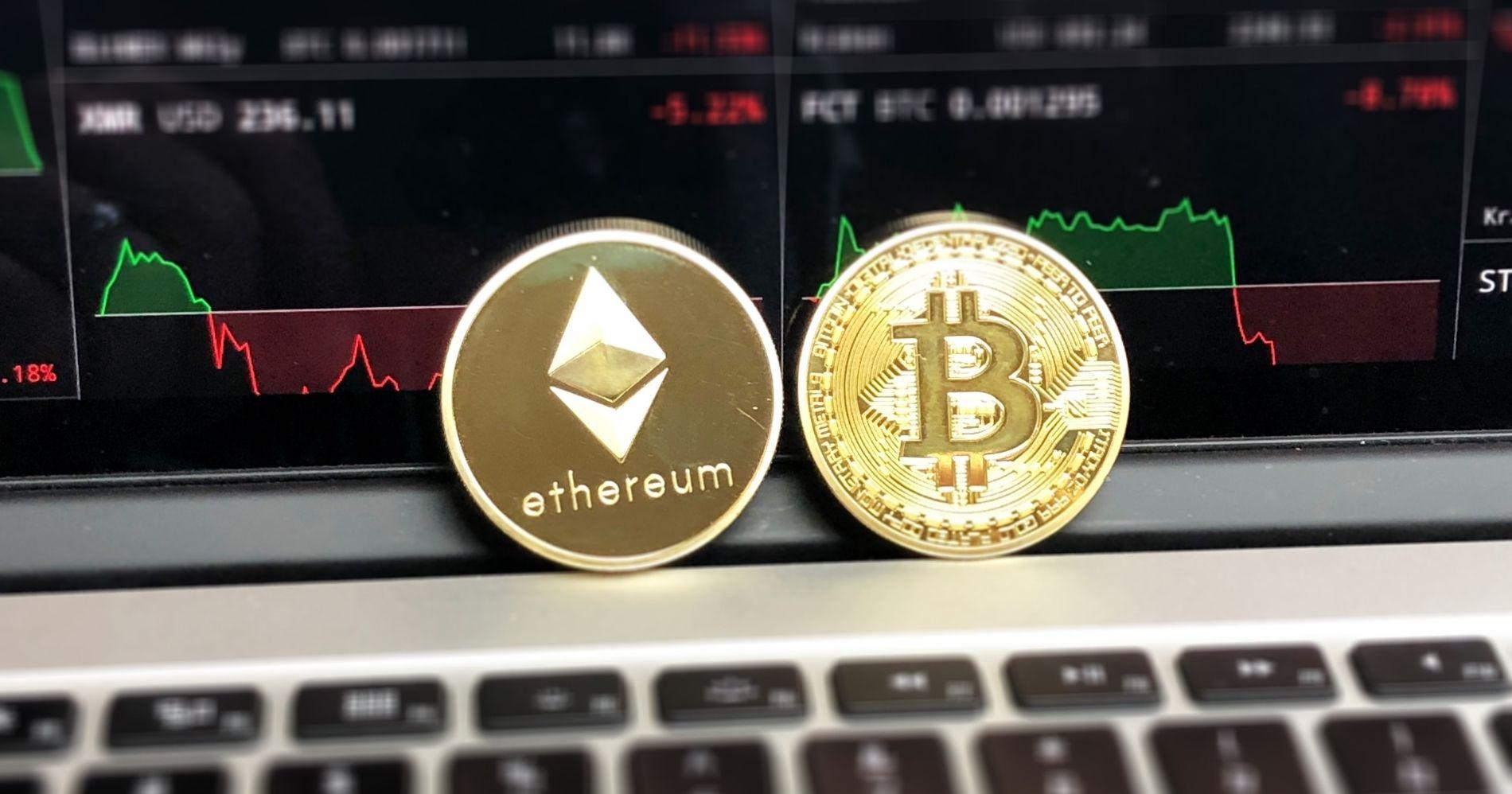 Ilustrasi Gambar Cyrpto Bitcoin - Bisnis Muda - Canva.com