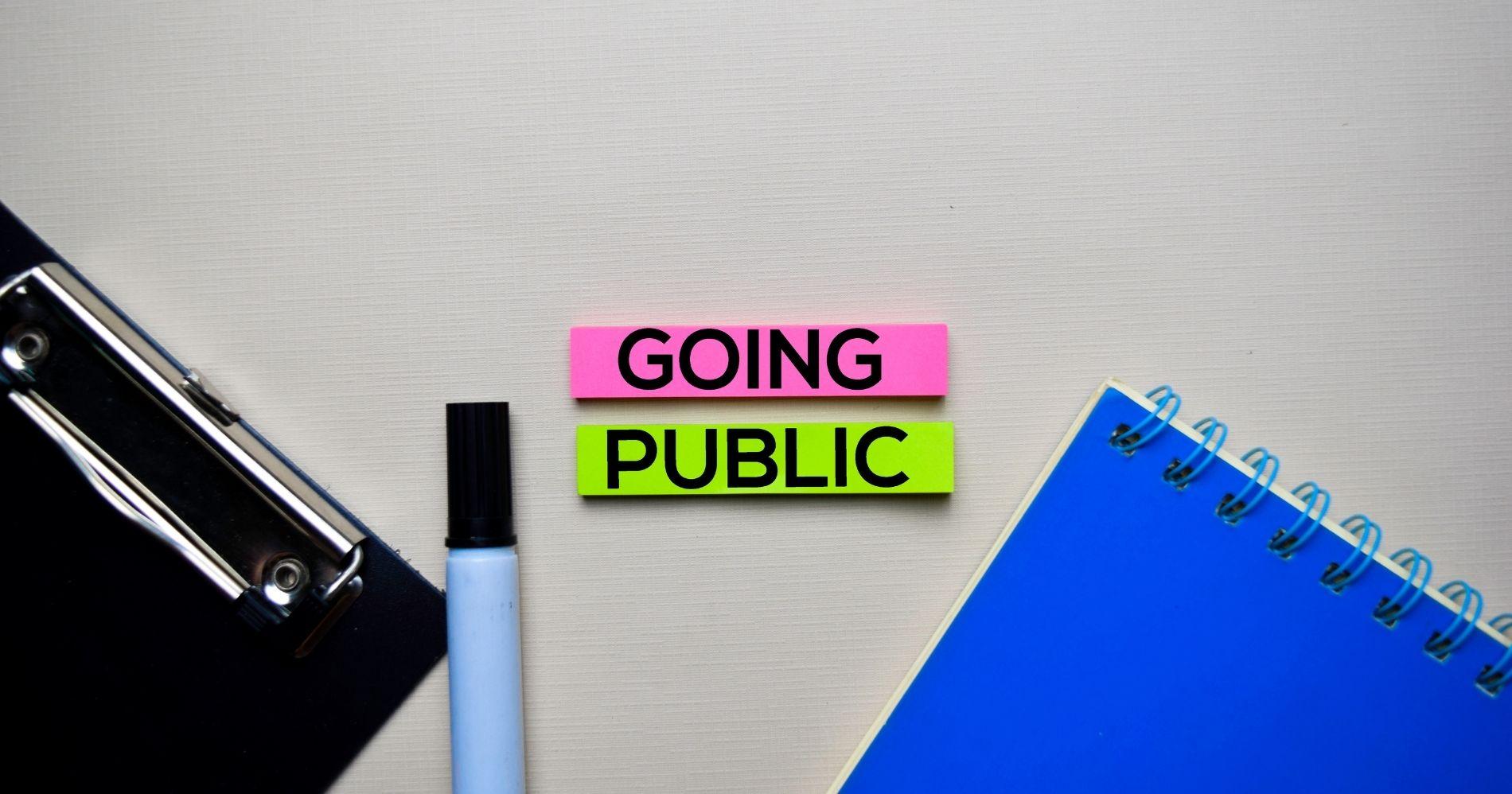 Manfaat dan Konsekuensi Perusahaan Go Public Illustration Web Bisnis Muda - Image: Canva