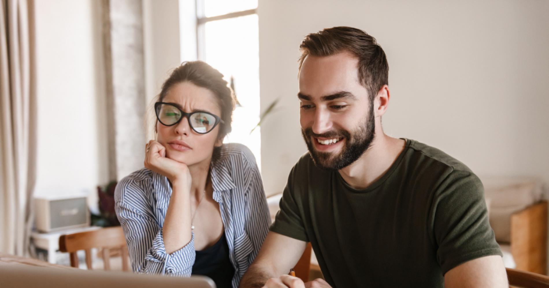 Suka dan Duka Membangun Bisnis Bersama Pasangan Illustration Web Bisnis Muda - Canva